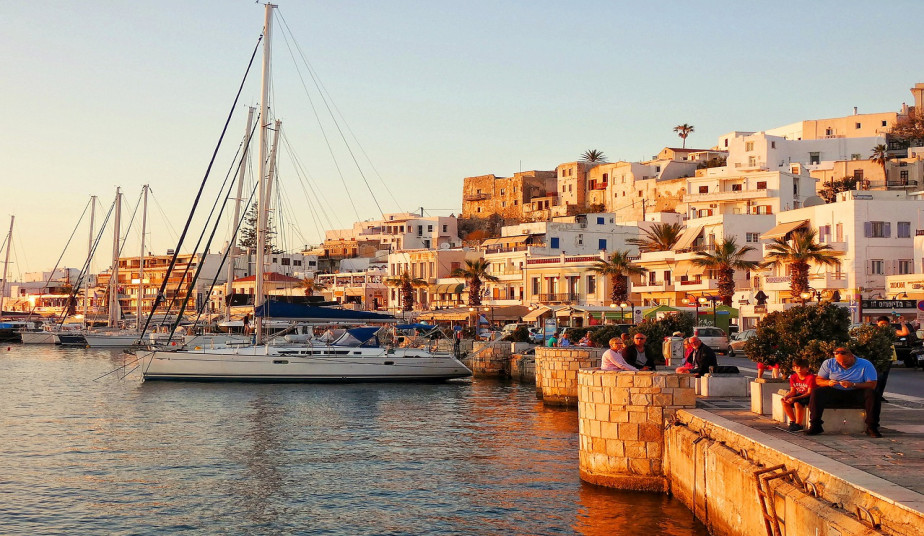 10 Day Greek Island Holidays, Milos, Naxos, Santorini, enjoy the Endless Blue!