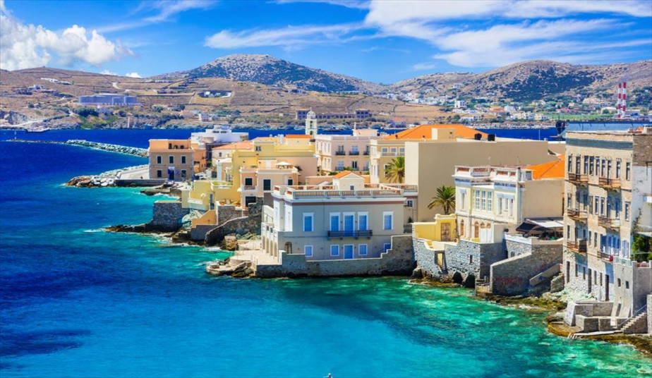 5-day Tour  in Syros, Mykonos, Santorini, mix of Cycladic-Venetian Architecture