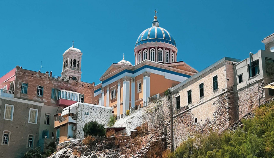 5 Day Tour  in Syros, Mykonos, Santorini, mix of Cycladic-Venetian Architecture