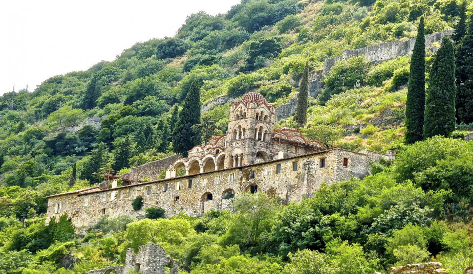 6 Day  Self-Drive-Road Trip Itinerary in Peloponnese, Mythical Paths & Castles