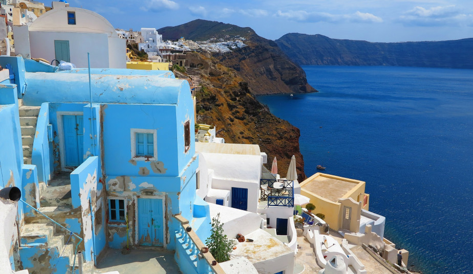 6 Day Tour  in Athens and Santorini,  Sunset at Oia & Cruise to Volcano