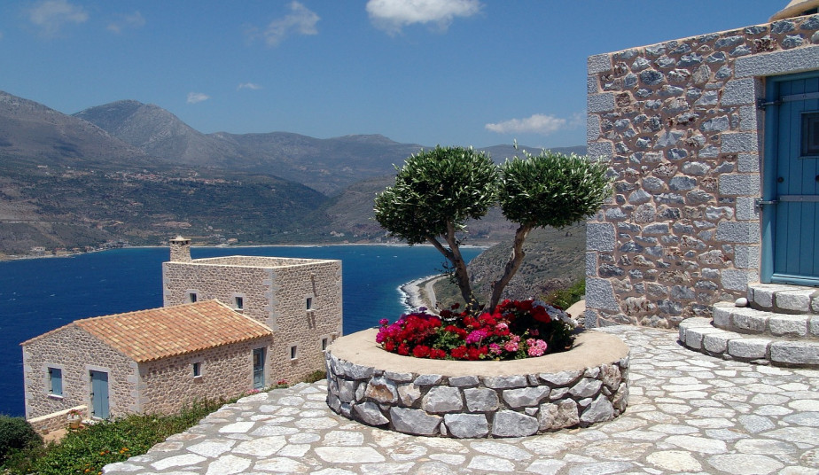 9 Day Luxury Tour to Explore Mysterious Mani of Peloponnese & UNESCO World Heritage Historic Gems