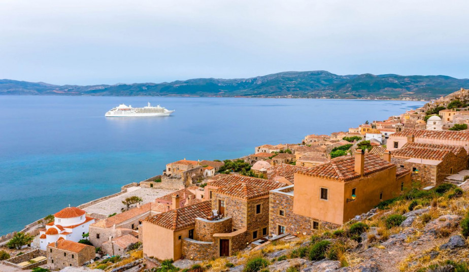 9 Days tour Peloponnese at ancient & modern Greece visiting the Unesco's sites combine a swiming safari tour
