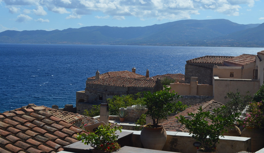9 Days tour Peloponnese at ancient & modern Greece visiting the UNESCO's sites combine a swimming safari tour