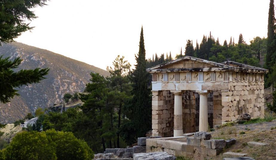 3 Days Classical Bus Tour in Greece to vist Delphi & Monasteries of Meteora