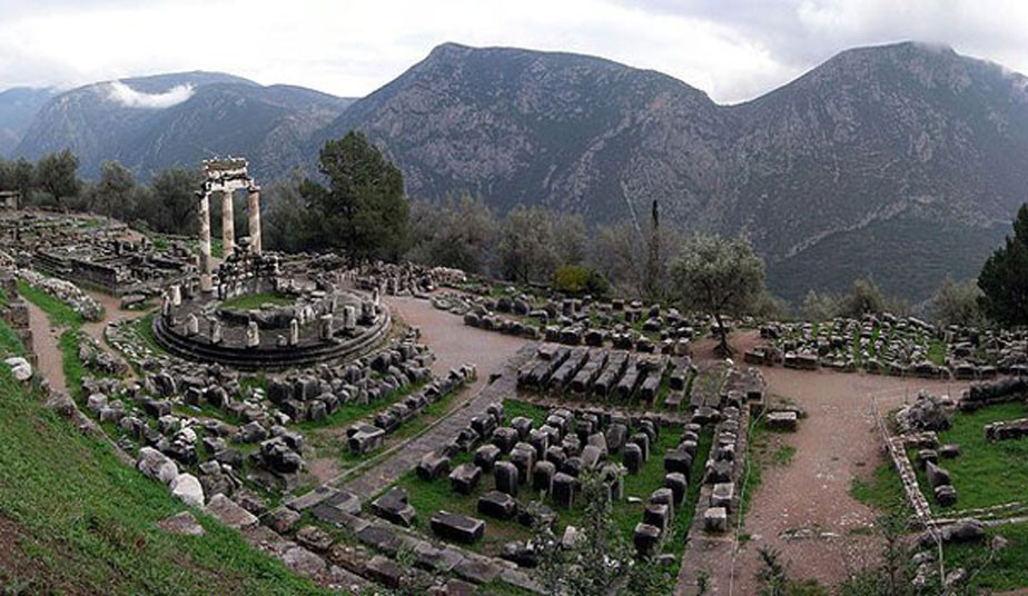 Guided Bus Tours in Delphi: 1 Day Tour in Delphi with Shared Bus from Athens