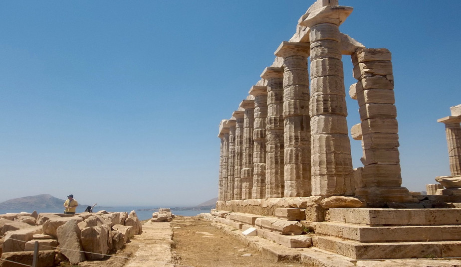Group Tour in Cape Sounio to visit The Temple of God of Poseidon
