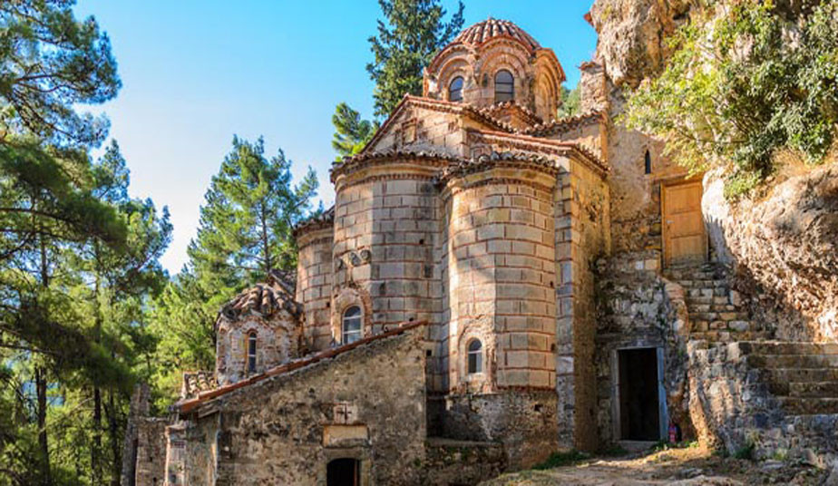 Day Tour from Athens to Ancient Sparta, Mystras, Memorial of Leonidas