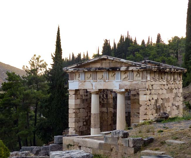 One Day Private Tour in Delphi, Museum of Thebes, Hosios Loukas Monastery