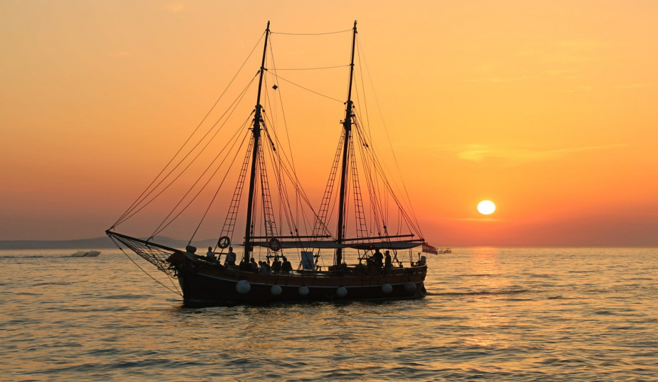 Day Cruise to Shipwreck-Navagio & Blue Caves in Zakynthos & Turtle Island