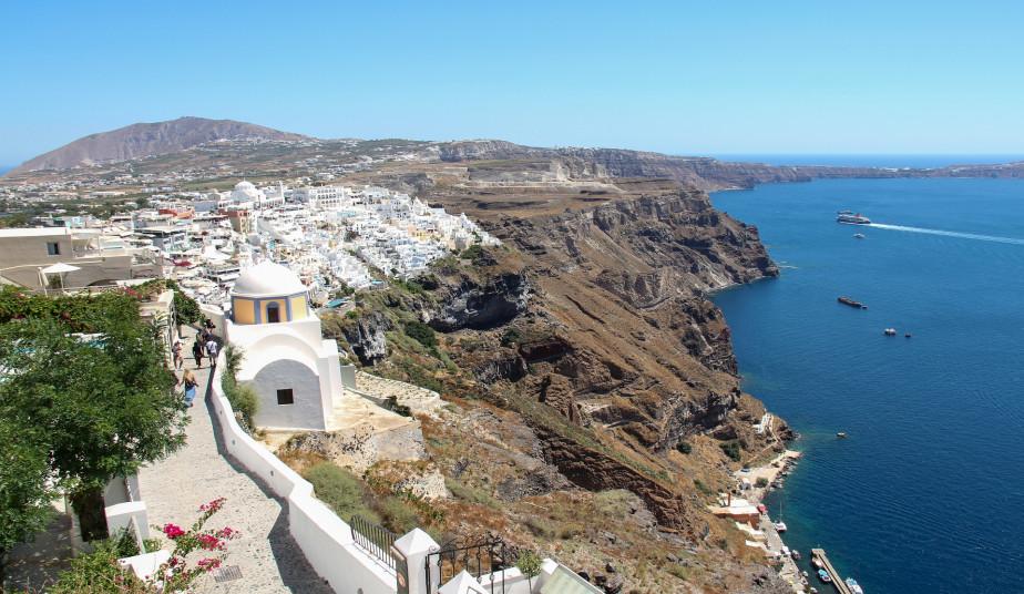 Private Tour in Santorini, Excavation of Akrotiri, Wine Tour & Sunset at Oia