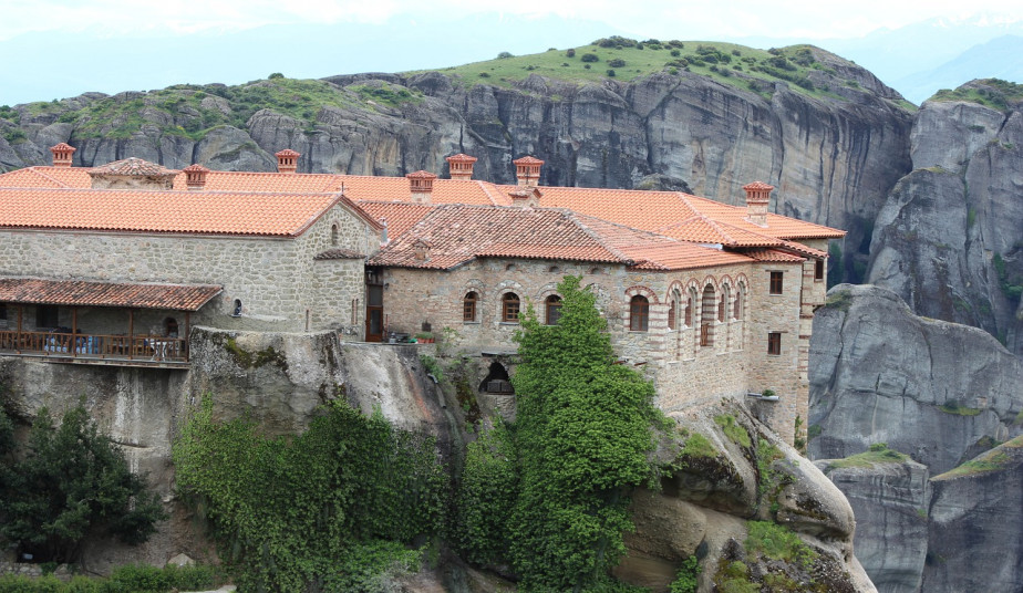 2 Day Group Tour in Delphi & Meteora with shared bus from Athens, Greece