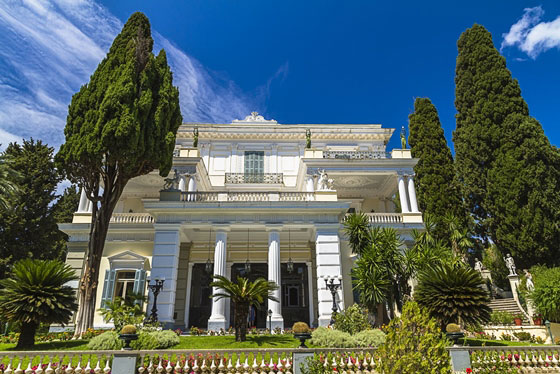 Corfu - Discover the Most Beautiful Spots in the City of Corfu Walking through